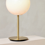 TR Bulb Bordslampa Brushed Brass/Shiny Opal